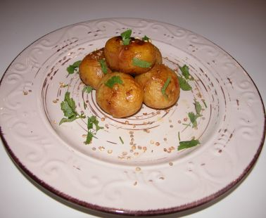 Patates Antinaktes (Baby potatoes cooked in red wine)
