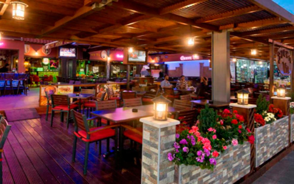 Καφεστιατόρια και μπαρ στην Αγία Νάπα