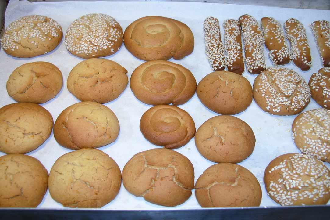 Easter koulourakia(cookies) with orange and honey