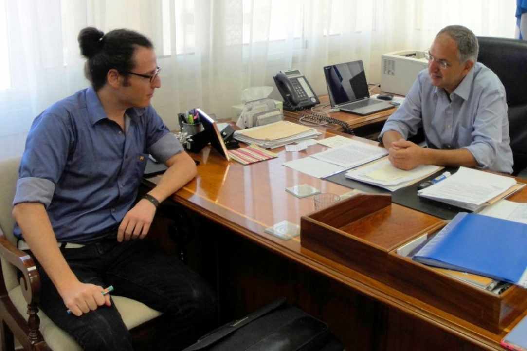 The Minister of Education and Culture, Costas Cadis, with the journalist, Dimitris Scribas.