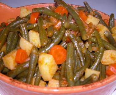 Fasolaki giahni (Fresh green beans with tomatoes)